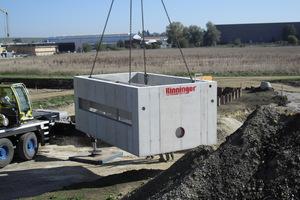 Das Trennbauwerk wiegt rund 32 Tonnen und wird mit einem Autokran versetzt.