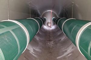 Beim Amiscreen Stauraumkanal mit integrierter Grobstoffrückhaltung bestehen die Rechenelemente aus perforierten Rohren, die in dem Stauraumkanal fest montiert sind.