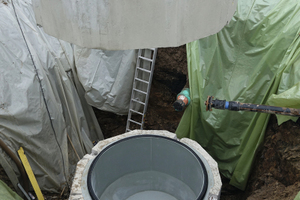 Die PU-Auskleidung in den Schachtteilen sorgt für gute hydraulische Eigenschaften und schützt den Beton.