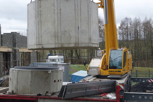 Nahezu komplett vorkonfektioniert wurden die Schachtbauteile auf der Baustelle angeliefert.
