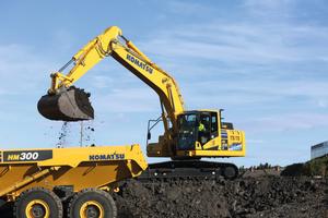 Der neue HB215LC-3 ist mit einem Motor gemäß EU Stufe IV ausgerüstet.