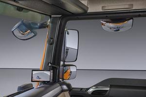 Für noch mehr Sicherheit kann das Kamera-Monitor-System mit Ultraschallsensoren in der Fahrzeugfront und in der rechten Seite ausgestattet werden.<br />