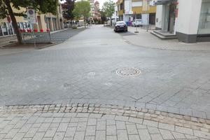 Vorher: Seit langem ein Sanierungsfall: die Kreuzung Kirchgasse/Ecke Rathausplatz.
