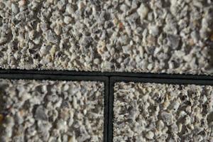 Lupenrein: Gemäß der DIN 18318 ergeben sich bei dem Steinsystem Combiconnect stets normgerechte Fugenbreiten von vier Millimeter.