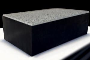 Es muss nicht immer Sand oder Splitt sein: beim Pflastersystem Combiconnect aus dem Hause Beton Pfenning wird die Fuge aus EPDM gebildet.