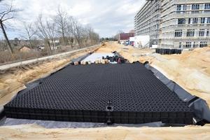 ACO-Stormbrixx ist ein modulares Rigolensystem aus Kunststoff, welches als Blockspeicher für Niederschlagswasser und als Blockversickerung von Niederschlagswasser eingesetzt wird.