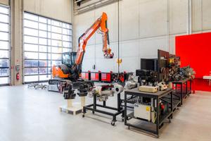Die verschiedenen Schulungs-Werkstätten für die Bereiche Motortechnik, Hydraulik oder Elektrik sind auf dem modernsten Stand der Technik ausgerichtet.