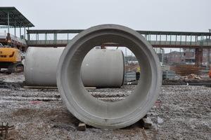 FBS-Stahlbetonrohre DN 2000 mit Kreisquerschnitt.