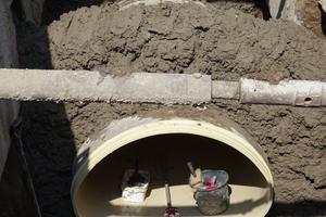 Das Amiblu GFK-Rohr mit Maulquerschnitt wird in offener Bauweise verlegt.