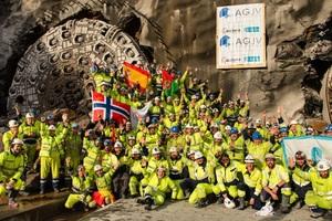 """Kürzlich feierte die Baustellencrew den finalen Doppeldurchbruch der beiden TBM """"Anna"""" und """"Magda"""" bei der Follo Line in Norwegen. Im Land des bisher vom konventionell Sprengvortrieb dominierten Tunnelbaus stellt der erfolgreiche Projektabschluss einen wichtigen Meilenstein für die maschinelle Vortriebstechnik dar."""