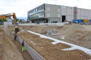 Zuletzt wurde die Baugrube mit Kies verfüllt.
