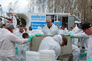 Selber Hand anlegen konnten die Fachverarbeiter in den Praxisteilen der Verarbeiterlehrgänge im Trainings- und Seminarzentrum der MC-Bauchemie in Bottrop.