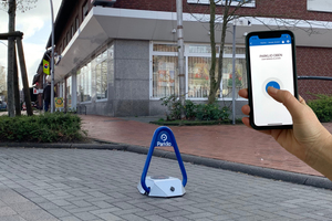 Der Parkbügel lässt sich einfach und komfortabel über eine frei zugängliche und kostenlose App steuern.