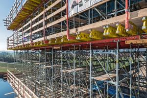 Der Brückenpylon wurde bis zum Neigungswechsel in vier Schüssen mit jeweils 5,15 m Regeltakthöhe hergestellt.