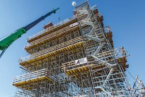 Mithilfe einer Schalungs- und Gerüstlösung von Peri wurde dieser Brückenpylon in hoher Qualität und schneller als ursprünglich geplant fertiggestellt.