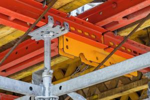Für Planung und Montage gleichermaßen hilfreich war das einheitliche 25-cm-Systemraster von Peri Up und Variokit.