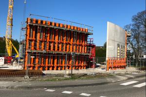 Die Außenwandkonstruktion des gerundeten Medicalcenters – geschalt mit der TTK – passt sich exakt dem Kurvenverlauf an.