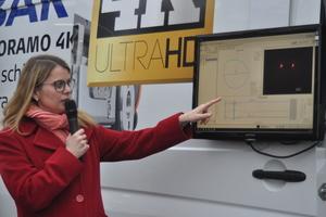 Janina Galinski (Ibak) präsentiert die neueste Technologie bei der Kanalbefahrung.