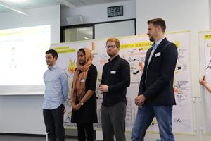 Die aktuellen Trainees haben sich bei der Mitgliederversammlung vorgestellt. V.l.: Tim Jonas, Shamaila Ghaffar, Benedikt Büschgens und Jan Kostrzewa. (Quelle: Deutschland baut! e.V.)