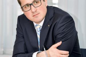 Prof. Dr.-Ing. Eric Brehm ist Bauingenieur und lehrt Stahlbeton- und Mauerwerksbau an der Hochschule Karlsruhe. Er ist Obmann im Technischen Ausschuss für Mauerwerk und interessiert sich für Robotik insbesondere im Mauerwerksbau.<br />