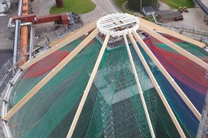 Beim Bau eines Zuckersilos war ein Traggerüst notwendig, um während der Montage der Holzdachkonstruktion aus Dachsparren sowie einem Stahldruckring die Lasten sicher ableiten zu können.