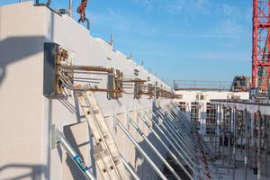 Querkraftübertragung am Fassadenelement durch das thermische Trennelement Egcobox.