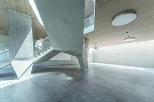 Ein großer Teil des Ruderzentrums wurde in Sichtbeton erstellt, dies verleiht ihm ein modernes Erscheinungsbild.