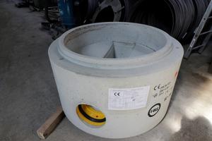 FBS-Schachtunterteil Uno-Lith mit Gerinne aus einem Guss.