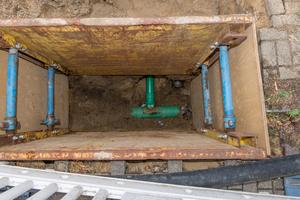 Anbindung der vorhandenen Hausanschlüsse erfolgte in offener Bauweise über kleine Baugruben.
