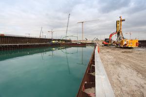 Für den Unterwasserbeton liefert Dyckerhoff 12.000 t Zement.
