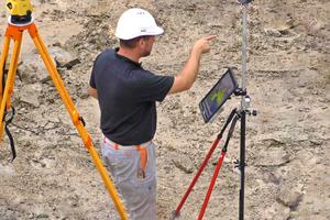 Bauen ohne Pläne: Auf der Baustelle werden alle Daten über Tablets bereitgestellt.