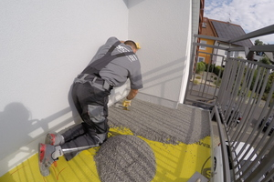 Einfach und schnell zu verarbeiten und gleichzeitig ökologisch: Der dekorative Natursteinteppich mit dem geeigneten Bindemittel.