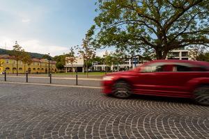 Das Pflaster soll Autofahrer dazu bewegen, die Geschwindigkeit zu reduzieren.