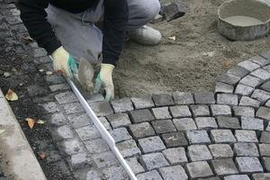 Die Mitarbeiter der Friedrich Klei GmbH verlegten 900 Quadratmeter Pflaster in der gebundenen Bauweise.