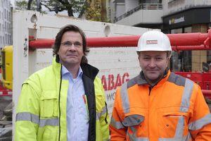 Alexander Sommer, Polier bei Strabag AG (rechts), und Martin Echelmeyer, Vertriebsleiter Rheinland bei der Euro Verbau GmbH.