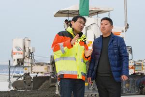 """""""Wirtgen bietet das gesamte Spektrum an Betoneinbaulösungen für Flughafenprojekte."""" Howard Shen, Senior Product Manager, Wirtgen Group in China."""