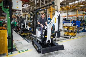 Der E10e ist weltweit der erste batteriebetriebene Minibagger der 1-Tonnen-Klasse.