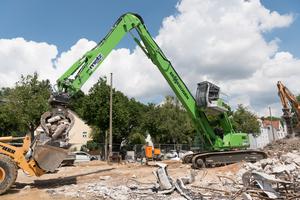19 Meter Reichhöhe, 3,5 Tonnen Traglast – der Abbruchbagger 830 E ist ein starker Begleiter auf Innenstadtbaustellen.