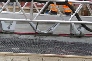 Smart-Deck: Mörteleinbau beim Großdemonstrator in Mönchengladbach.