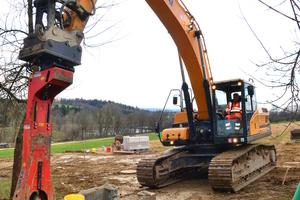 800-Millimeter-Dreistegboden-platten sorgen beim 35 Tonnen schweren HX300 für den sicheren Stand.