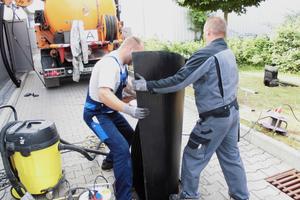Car-Wash-Center in Walldorf: Vorgefertigte PE-HD-Plattenelemente zum Einbau in schadhafte Schlammfänge und Abscheider ermöglichten eine schnelle Montage und Wieder-Inbetriebnahme nach nur zwei Arbeitstagen.