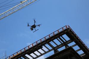 Der Einsatz von Drohnen ermöglicht eine realitätsgetreue, detaillierte 3D-Abbildung, wodurch das Arbeiten auf der Baustelle optimiert wird.