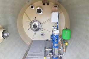 Als Druckerhöhungs-Anlage wurde in die Schieberkammer eine Kompakteinheit mit zwei vertikalen Hochdruckpumpen eingebaut.