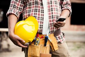 Smarte Apps bieten die Möglichkeit, dass der Mitarbeiter seine AU abfotografiert und per cloudbasierter Anwendung an die HR-Software seines Unternehmens übermittelt.