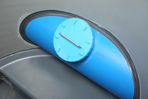 Die Durchführung der Regenwasserleitung ist werkseitig an dem Funke-Kunststoffschacht vormontiert.