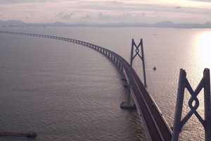 Der Bau der 1,2 Mio. Quadratmeter umfassenden Brückenbelagsfläche wurde in nur 18 Monaten abgeschlossen.