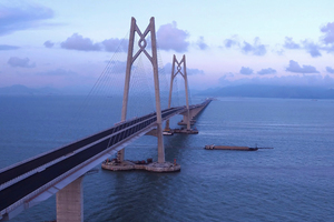 Hong Kong-Zhuhai-Macau-Brücke: Der Bau der 1,2 Millionen Quadratmeter umfassenden Brückenbelagsfläche wurde in nur 18 Monaten abgeschlossen.
