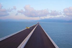 Beim Straßenbelag für die Hong Kong-Zhuhai-Macau-Brücke fiel die Wahl aufgrund guter Erfahrungen auf Shell Bitumen-Produkte.