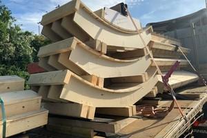 Verschafft dem Baustellenteam Zeit: Hünnebeck hat die Sonderschalungen für die runden Fassadenflächen passgenau und einsatzfertig auf die Baustelle geliefert.<br />