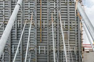 Um die 15,3 m hohen Wände zu erstellen, betonierte das ausführende Unternehmen knapp sieben Stunden ohne Unterlass.